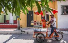 La corneta del carro de raspao se escucha con frecuencia en los diferentes rincones del barrio.
