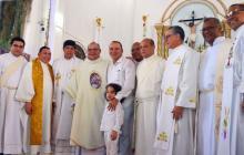 El alcalde de Tolú, José de Jesus Chadid Anachury, en medio de sus excompañeros de la diócesis de Sincelejo, en la misa donde agradeció por su elección.