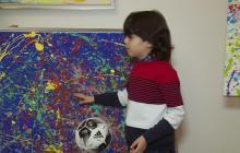 En video | El 'mini Picasso' alemán que agita el mundo del arte con sólo 7 años