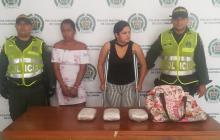 Caen dos mujeres en flagrancia con dos kilos de marihuana en Las Cayenas