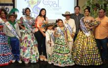 La Reina del Carnaval de Soledad, Milena Vidal, el Rey Momo, Jorge Osorio, los Reyes Infantiles, Laura Rodríguez y Germán Fábregas, en compañía del alcalde Rodolfo Ucrós.