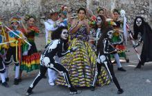 La reina del Carnaval de Soledad en representación del Ceremonial, en las ruinas de la casa de los Domínguez.
