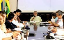 El alcalde William Dau durante el comité para evaluar la situación en Playa Blanca y Barú.