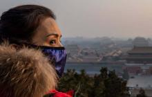Pekín prohíbe entrada y salida de autobuses de la capital para contener el coronavirus