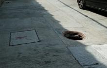 Uno de los registros sin tapa se encuentra ubicado en la calle 76 con carrera 47.