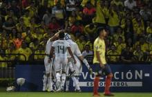 Argentina celebra el gol que abrió el camino del triunfo de la selección de Argentina en Bucaramanga.