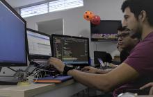 Grupo de ingenieros y desarrolladores en la empresa PNG Technology Solutions en Barranquilla.