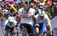 El ciclista boyacense Juan Sebastián Molano celebrando su victoria en la línea de meta.
