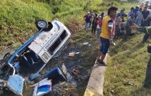 A una falla mecánica atribuyen el volcamiento de una buseta en Córdoba