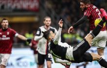 La acción que significó el penalti a favor de Juventus. Cristiano Ronaldo intentó anotar de chilena, pero la mano de Davide Calabria se interpuso y el árbitro, con ayuda del VAR, sancionó penal.