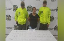La mujer capturada con la droga que le fue incautada por la Policía de Córdoba.