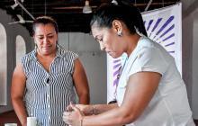 Yirley Velasco y Carmen Fontalvo encendieron velas de esperanza en el encuentro con un exparamilitar.