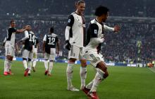 Juan Guillermo Cuadrado le puso baile a parte de su celebración del gol. Rabiot lo observa.