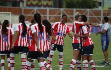 Las jugadoras del Junior femenino festejando un gol de la temporada pasada.