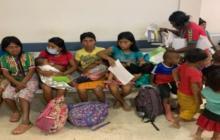 Mujeres embera con sus hijos en Tierralta. De allí pasaron a Montería.