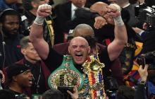 Tyson Fury festejando su victoria.