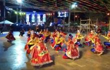 Muestra folclórica en la tarima de la Carnavalada.