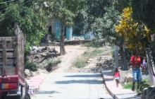 Calle del barrio La Esmeralda donde se registró el crimen y la balacera.