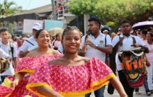 Uno de los grupos que participó en el desfile por el Día de la Mujer en San Antero, Córdoba.