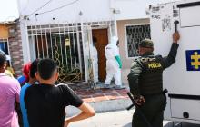 Agentes del CTI de la Fiscalía llegaron al lugar para practicar el levantamiento del cuerpo de la mujer.