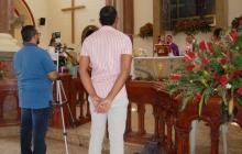 El párroco Walson Pineda Guerrero ofició la misa desde la Basílica menor del Señor de los Milagros.