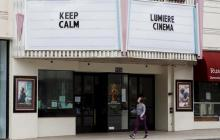 Una de las cientos de salas de cine que se encuentran cerradas en Estados Unidos.