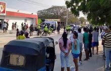 Policía reporta intento de saqueo en varios supermercados de la ciudad
