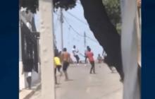 En vídeo | Jóvenes se enfrentaron a piedra y machete en La Sierrita