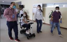 La gobernadora Elsa Noguera en su recorrido por el Hospital Cari.