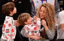 La cantante colombiana junto a sus hijos Milán y Sasha.