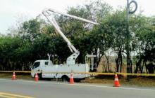 Personal de Electricaribe realiza labores de poda. Imagen de referencia.