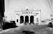 El Teatro Municipal Emiliano Vengoechea situado en la Plaza de la Cruz Vieja, calle 32 con carrera 44 (1928).