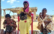 Artesanas wayuu cambian mochilas por mercados