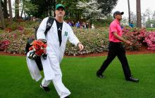 Tiger Woods y su caddie Joseph LaCava, quienes fueron demandados por un aficionado al golf.