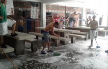 En distintas cárceles del país, los presos se han encargado de mantener los espacios lo más limpio posible.