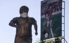 Así luce la estatua de Diego Maradona en Buenos Aires.
