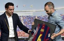 Xavi y Andrés Iniesta durante una ceremonia del Barcelona FC.