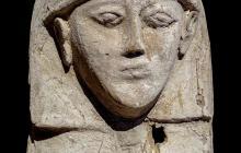 Detalle del ataúd, de una antigüedad de 3.600 años encontrado en Luxor por arqueólogos españoles del Proyecto Djehuty.