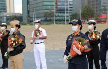 450 ramos de flores para uniformados de la Armada y la Dimar