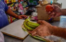 El plátano estuvo entre los alimentos que más incidieron en el costo de los bienes en abril.