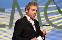 Omar Téllez durante una alocución en una conferencia mundial.