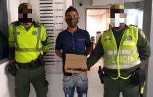 En video | Capturan a hombre armado en estación de Transmetro