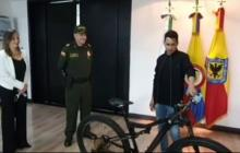 Policía de Bogotá recupera bicicleta robada de Jorge Celedón