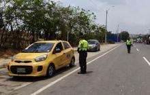 En video | Policía de Tránsito instala puestos de prevención a las salidas de la ciudad
