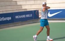 Rafael Nadal durante su regreso a los entrenamientos en su tierra natal.