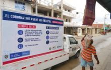 Un carro con mensajes que invitan a la comunidad a cuidarse para prevenir el contagio y la propagación del COVID-19 recorre zonas vulnerables de Cartagena.