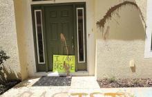 Cartel delante de la casa de Derek Chauvin.