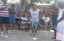 136 abuelos de Barú echan de menos juegos, bailes y tertulias