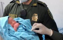 Bebé abandonado en la Murillo goza de buena salud: Policía