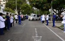 En video | Calle de honor para despedir a médico fallecido por COVID-19